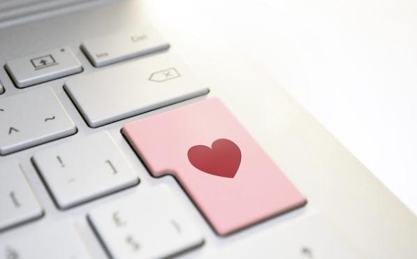 Trouver l'amour sur un site de rencontre, les méthodes d'approches